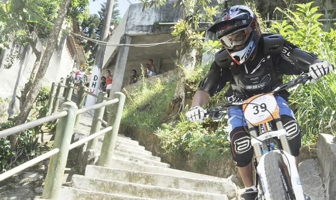 Competidores passaram por morros e escadarias (Foto: Felipe de Souza/PMAR)