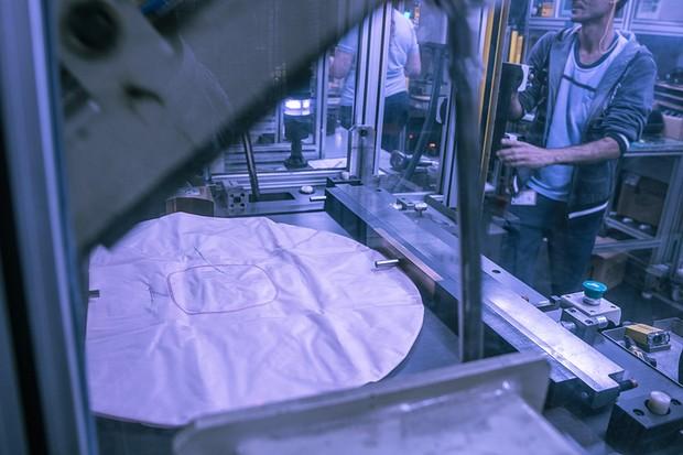 Fabricação de airbag da Takata (Foto: Marcos Camargo/Autoesporte)