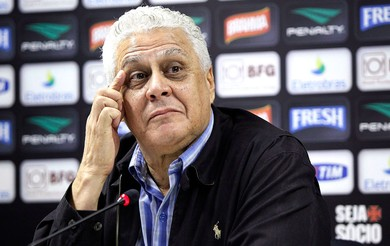 Roberto Dinamite coletiva Vasco (Foto: Cezar Loureiro / Agência O Globo)