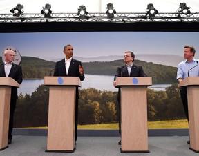 Os presidentes do Conselho Europeu, Herman Van Rompuy, dos EUA, Barack Obama, da Comissão Europeia, José Manuel Durão Barroso, e o primeiro-ministro britânico, David Cameron, anunciaram início das negociações do acordo de livre-comércio entre EUA e União  (Foto: AP Photo)