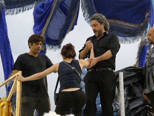 Alexandre Nero ajuda Marjorie nos ensaios (Foto: Artur Meninea/Gshow)