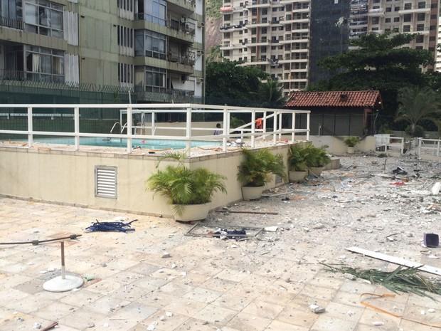 Prédio ao lado também sofreu consequências de explosão em São Conrado (Foto: Matheus Rodrigues/ G1)