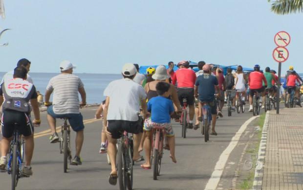 Passeio ciclístico na orla de Macapá (Foto: Reprodução/TV Amapá)