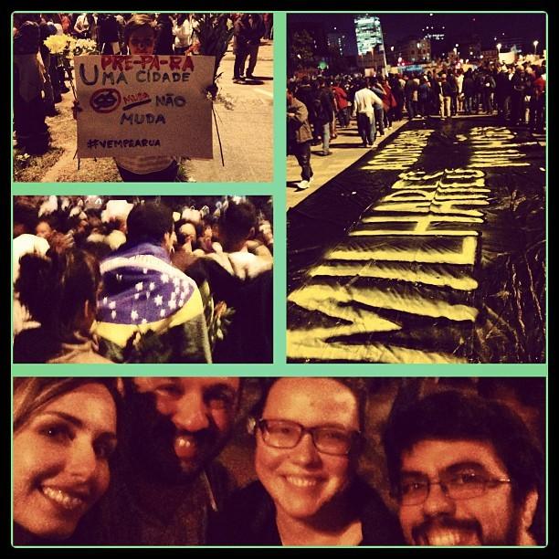 Mariana Weickert (esq) protesta com amigos (Foto: Reprodução/Instagram)