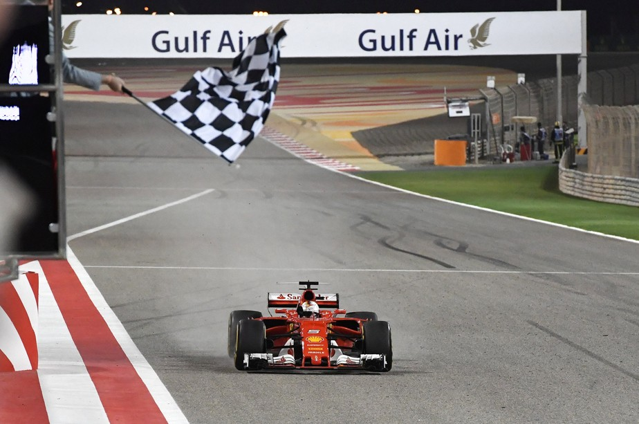 No Bahrein, Vettel vence disputa com Hamilton e assume a liderança do campeonato