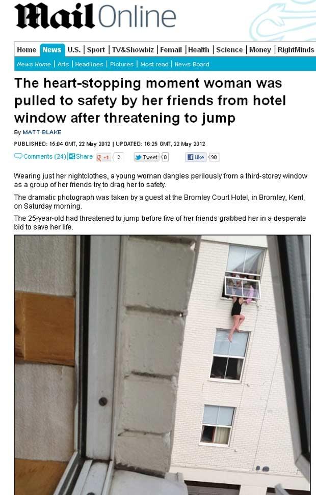 Homem registrou o resgate dramático de jovem de 25 anos que foi impedida de pular do 3º andar por amigos (Foto: Reprodução / Daily Mail)