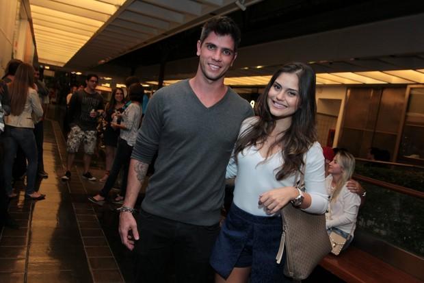 Jéssika Alves e o namorado (Foto: Marcello Sá Barretto / AgNews)