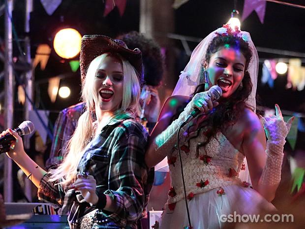 Megan e Luene arrasam no palco da festa junina (Foto: Felipe Monteiro / TV Globo)