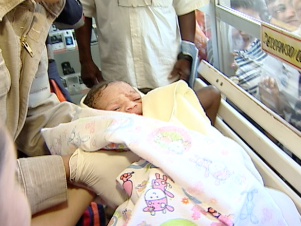 Bebê nasce dentro de supermercado, em Vitória