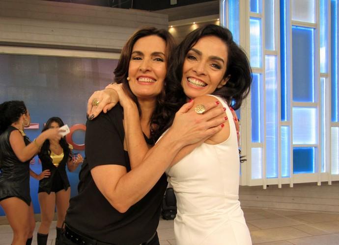 Fátima com a atriz Claudia Ohana nos bastidores do 'Encontro' (Foto: Carolina Morgado/Gshow)