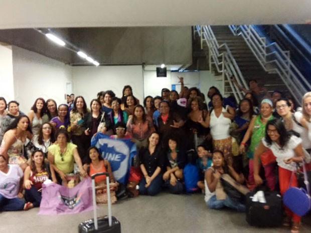 Mulheres que foram detidas em avião em Brasília durante protesto contra deputados favoráveis ao impeachment da presidente Dilma Rousseff (Foto: Jéssica Sinai/Arquivo Pessoal)