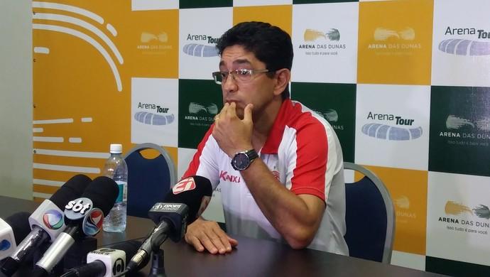 Sérgio China - técnico do América-RN (Foto: Jocaff Souza/GloboEsporte.com)
