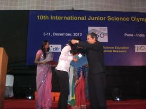 Marina recebeu medalha olimpíada na Índia (Foto: Allison Hirata/ Divulgação)