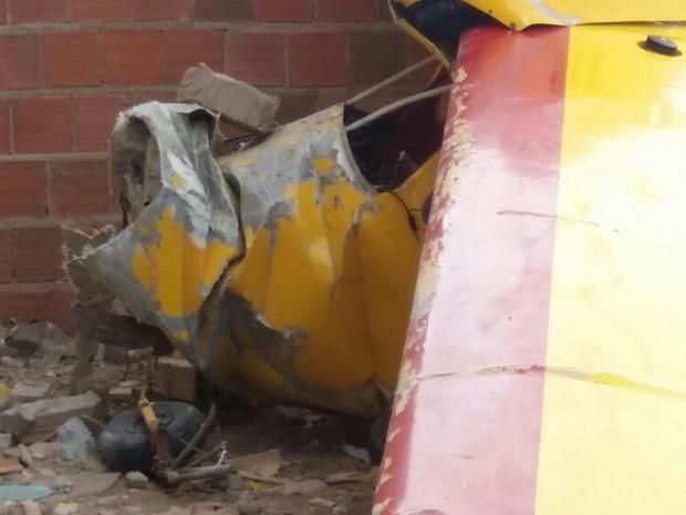Dois ocupantes tiveram ferimentos graves na cabeça e foram encaminhados para a Santa Casa de Misericórdia de Sobral (Foto: Vando Arcanjo/Camocim Online)