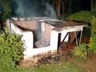 Incêndio destrói casa em Varpa, distrito de Tupã