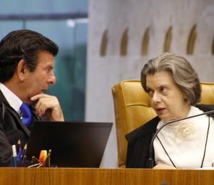 Os ministros do STF Luiz Fux e Cármen Lúcia durante votação sobre vetos presidenciais (Foto:  Gervásio Baptista/SCO/STF)
