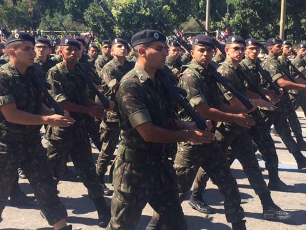 Militares do Exército participaram do desfile neste domingo (7). (Foto: Guilherme Brito / G1)