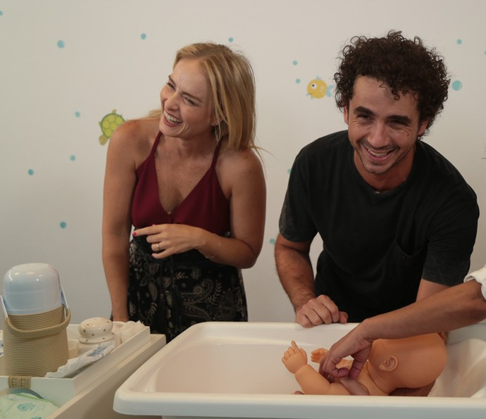Angélica se diverte com Andreoli no curso de pais (Foto: Isabella Pinheiro/Gshow)