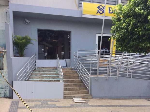 Explosão aconteceu na madrugada desta quarta-feira (15), em São José do Campestre (Foto: Matheus Magalhães/Inter TV Cabugi)