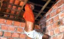 Ladrão atrapalhado fica entalado em teto ao tentar invadir casa no Piauí (Divulgação/Polícia Militar)