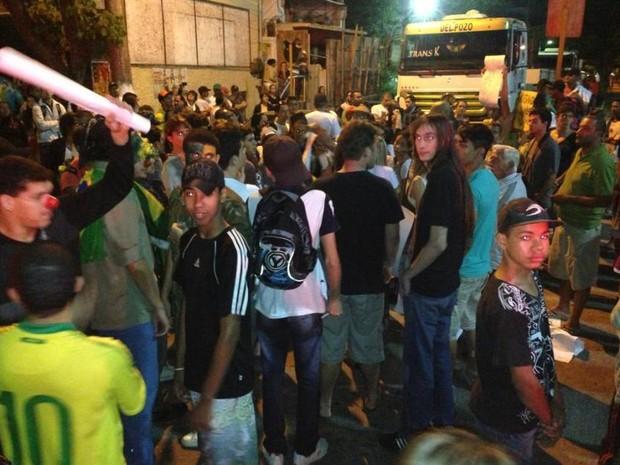 Manifestantes vão para as ruas de Cachoeiras de Macacu (Foto: José Carlos Nogueira)