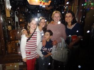 Família de Nova Petrópolis assiste ao Natal Luz todos os anos (Foto: Felipe Truda/G1)
