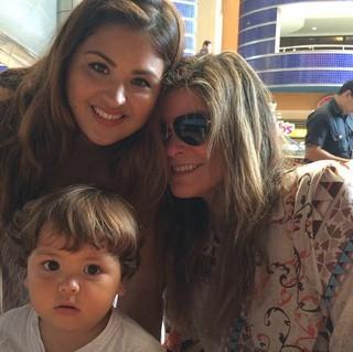 Cristiana Oliveira com o neto Miguel e a filha Rafaella (Foto: Instangram / reprodução)