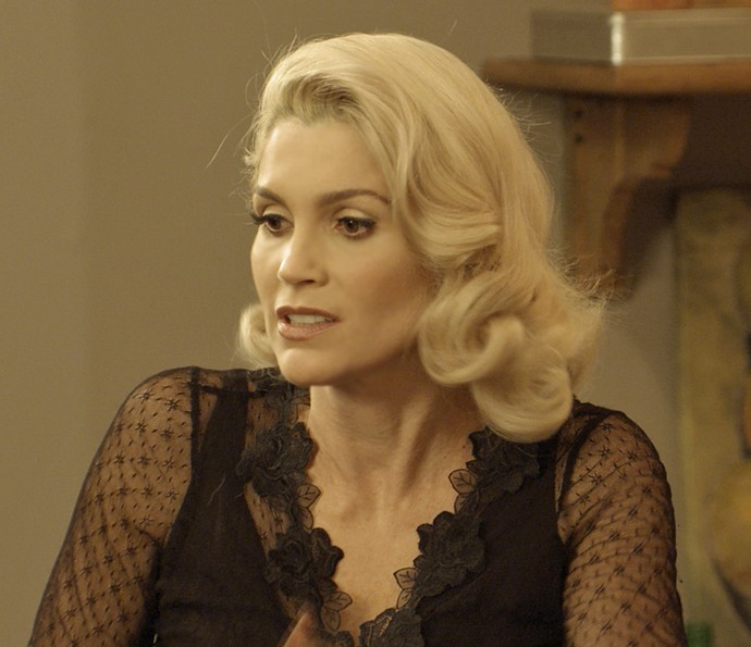 Sandra decide falsificar assinatura de Anastácia (Foto: TV Globo)