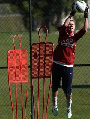 Boneco utilizado nos treinos da Seleção feminina para os Jogos de Londres (Foto: Mowa Press)