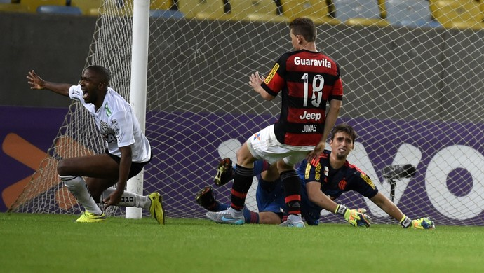 Cesar gol Figueirense Flamengo x Figueirense Maracanã (Foto: André Durão)