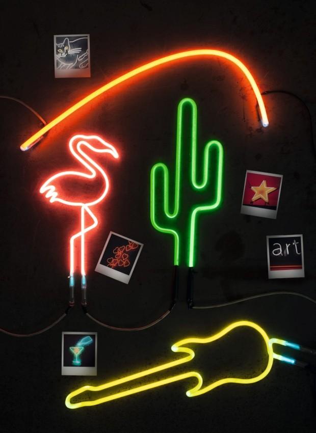 Objetos em néon (Foto: Iara Venanzi / Editora Globo)