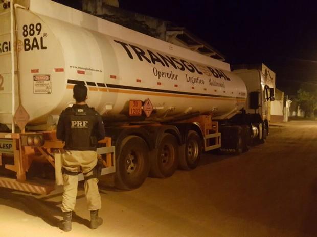 Caminhão tanque roubado foi recuperado pela Polícia Rodoviária Federal em Marabá (Foto: Ascom/PRF)