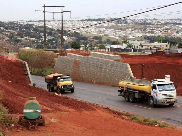 Vigas de concreto serão colocadas no viaduto que está sendo construído na via (Foto: Divulgação/Prefeitura de Maringá)