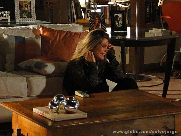 Acabou! Érica chora depois que Théo vai embora (Foto: Salve Jorge/TV Globo)