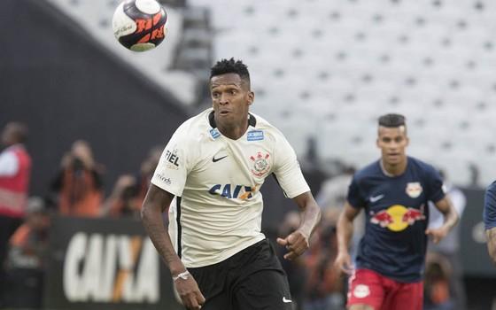 Jô, atacante do Corinthians. O clube recebeu oferta inferior da Caixa para patrocínio em 2017 (Foto: Daniel Augusto Jr. / Agência Corinthians)