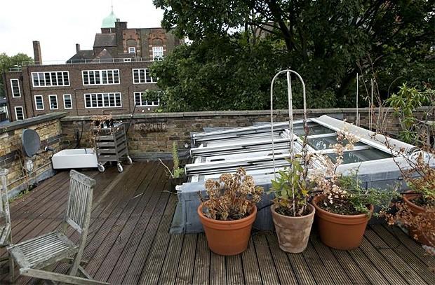 O terraço do apartamento (Foto: Reprodução/jjlocations.com)