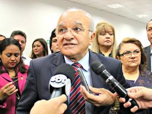 José Melo afirmou novos cortes serão feitos nas contas do estado (Foto: Adneison Severiano/G1 AM)