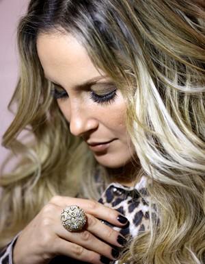 Claudia Leitte pensa em detalhes como cor da unha e acessórios para valorizar o look (Foto: Isabella Pinheiro/TV Globo)