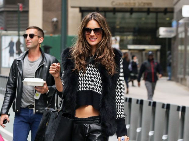 'alessandra ambrsio d dica'  (Foto: Grosby Group)