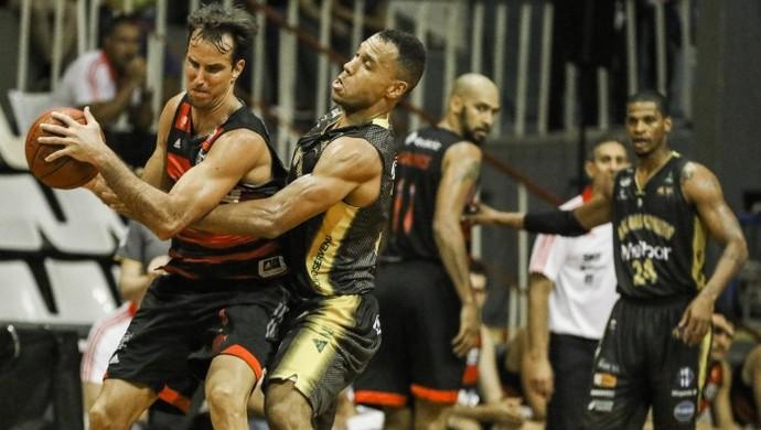 Marcelinho foi um dos destaques da vitória contra Mogi (Foto: Bruno Lorenzo/LNB)