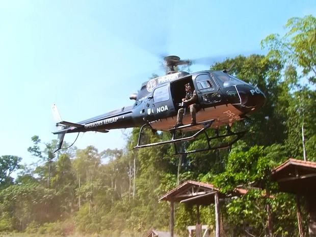 Operações Especiais sobrevoou reserva em busca de máquinas (Foto: Willian Andrade/ Rede Amazônica)