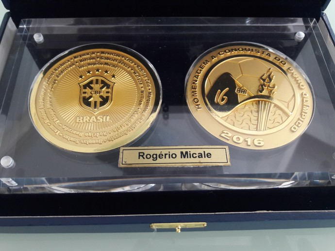 medalha de ouro Rogério Micale (Foto: Rodrigo Cerqueira)