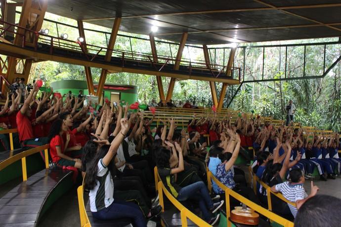 Animação não faltou às escolas participantes da competição (Foto: Katiúscia Monteiro/ Rede Amazônica)
