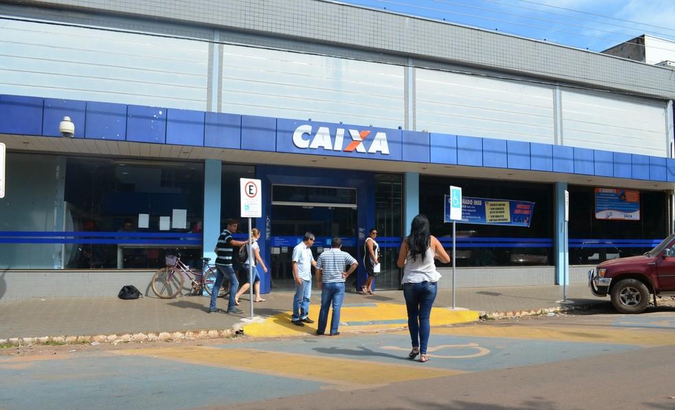 Após o pagamento do débito, a pessoa poderá voltar a ser cliente da Caixa Economica Federal (Foto: Magda Oliveira/G1)