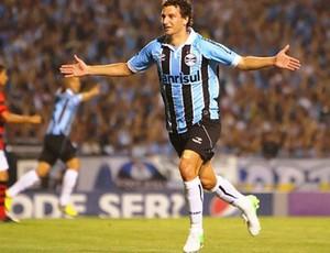 Elano, Grêmio e Atlético-Go (Foto: Lucas Uebel / Site oficial do Grêmio)