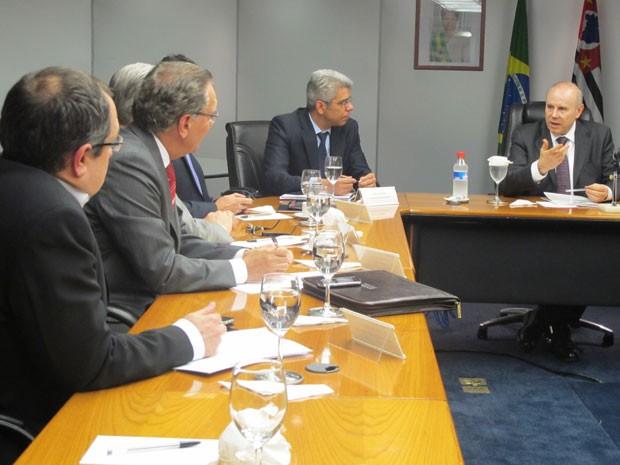 O ministro da Fazenda, Guido Mantega, em reunião com empresários nesta sexta-feira (29) (Foto: Darlan Alvarenga/G1)