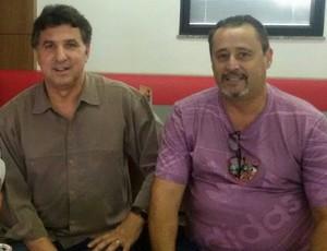 Estevam Soares e Carlos Espinoza, presidente do Osvaldo Cruz (Foto: Osvaldo Cruz / Divulgação)