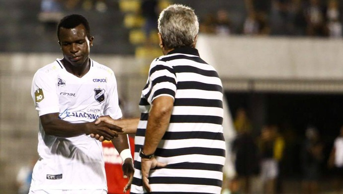 ABC x Guarani Estádio Frasqueirão Série C - Jones Carioca - Geninho (Foto: Alexandre Lago/GloboEsporte.com)