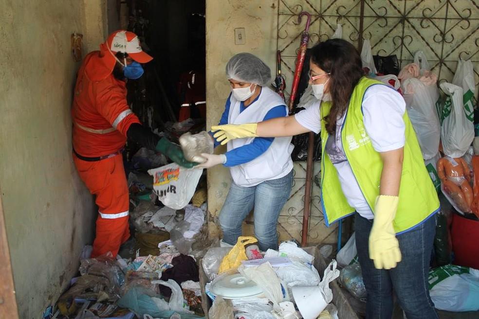 Mais de 10 toneladas de lixo foram retiradas da casa das irmãs (Foto: Divulgação/Ascom Prefeitura de Garanhuns)