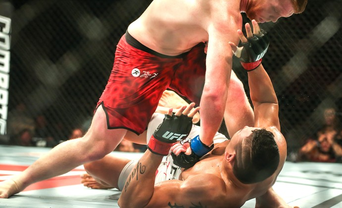 Cezar Mutante x Sam Alvey, UFC (Foto: Jefferson Bernardes/ Inovafoto)